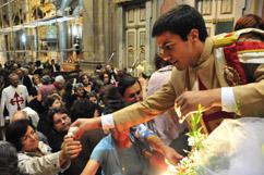 Oferta das flores do andor de Nossa Senhora
