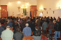 Missa na Igreja Paroquial, presidida pelo pároco, P. Júlio