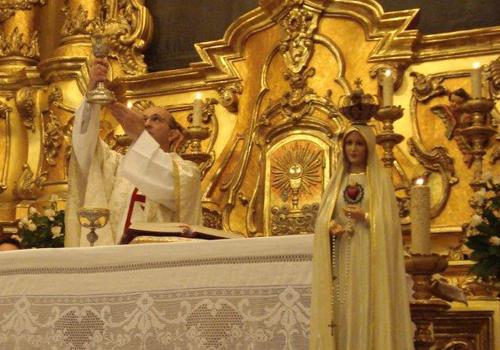P. Polimeni preside à celebração Eucarística