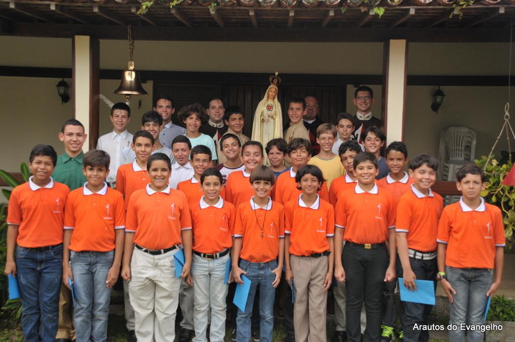 Retiro com os jovens promovido pelos Arautos do Evangelho
