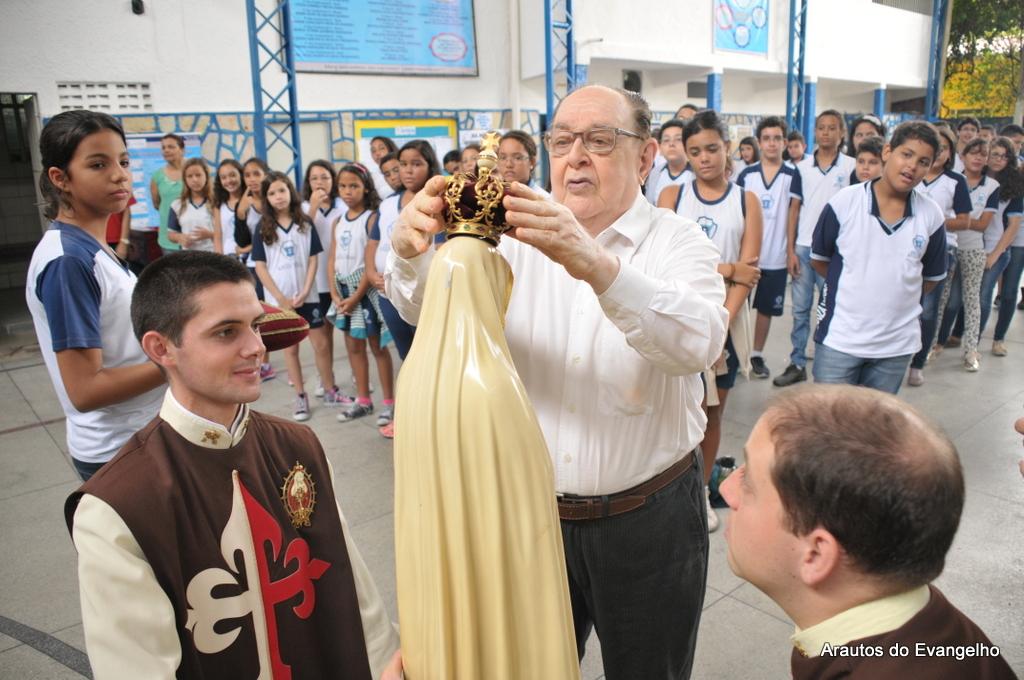 Coroação da Imagem de Nossa Senhora na Escola Souza Veras