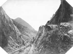 Trecho da Serra do Mar. Estrada de Ferro Santos-Jundiaí , c. 1865. Crédito: Militão Augusto de Azevedo