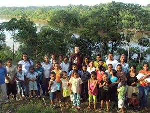 Celebrando la Navidad con los niños de Palma Roja