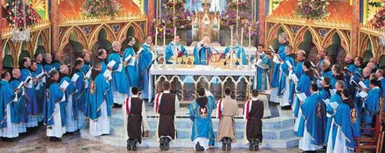 Heraldos Sacerdotes en una Concelebración Eucarística
