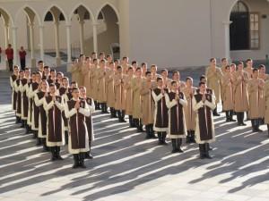 As colunas da Faculdade de Filosofia dos Arautos do Evangelho, durante o Credo.