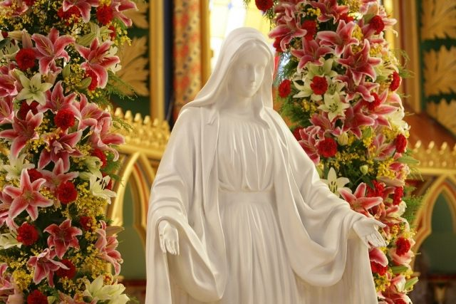 Detalhe em foto: Mãe da Divina Graça