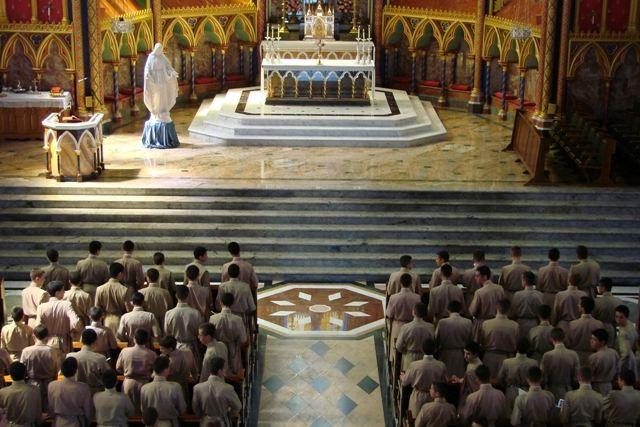 Não foi diante do Santíssimo que São Tomás de Aquino disse ter aprendido mais?