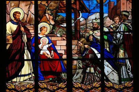 adoracion-reyes-magos-vitral-catedral-de-san-gatian-de-toursimg_9171-043