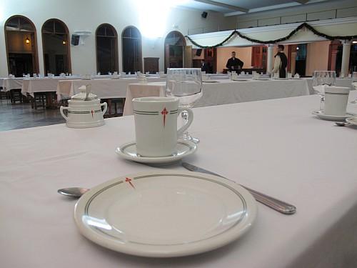 Detalhe em foto: Montagem da mesa do café
