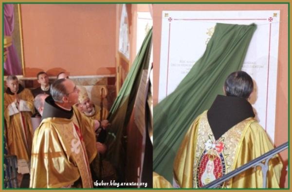 M. João tirando faixa do decreto