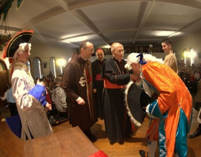 Um Cardeal e três Bispos no palco; e dessa vez eram de verdade!