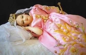 Nossa Senhora recém nascida