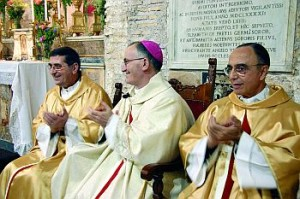Na Igreja de San Benedetto in Piscinula, D. Lucio Renna ladeado pelo Pe. Romolo Mariani e Mons. João Clá