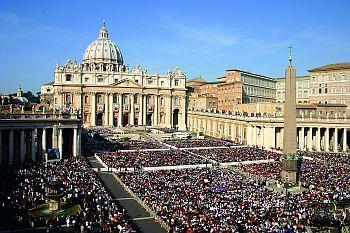 """""""Tu és Pedro, e sobre esta pedra edificarei a minha Igreja"""" (Mt 16, 18): a devoção ao Papa é um distintivo do católico fervoroso (Celebração presidida por Bento XVI na Praça de São Pedro)"""