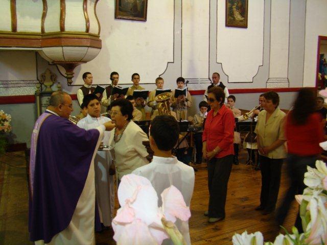 Misa en la Parroquia San Nicodemo, Coinco.