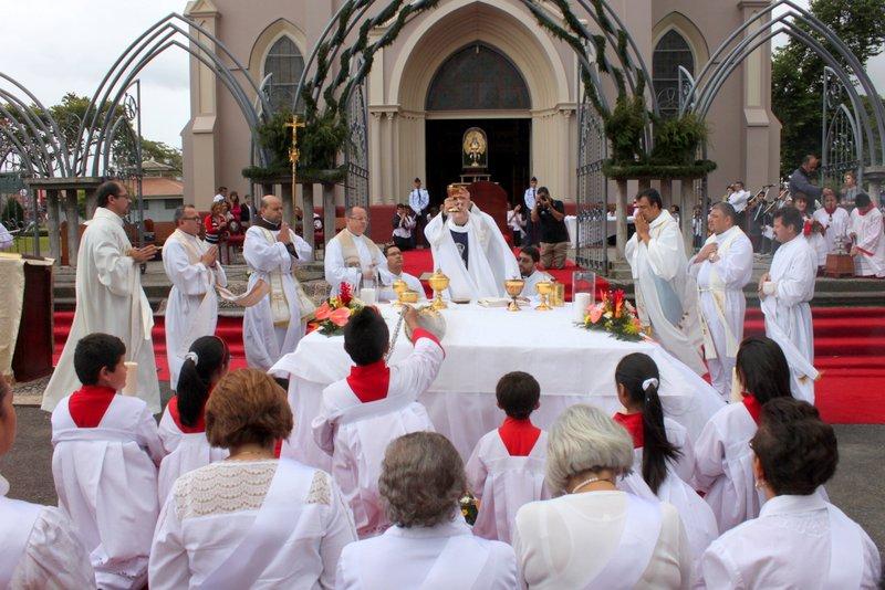 Visita de la Virgen de los Ángeles a San Vicente de Moravia