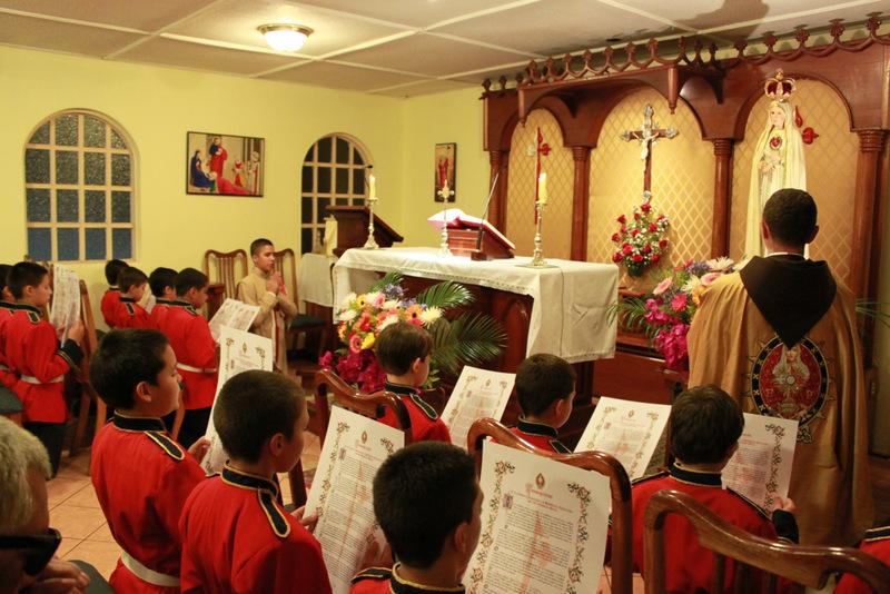 Jóvenes se consagran a Nuestra Señora
