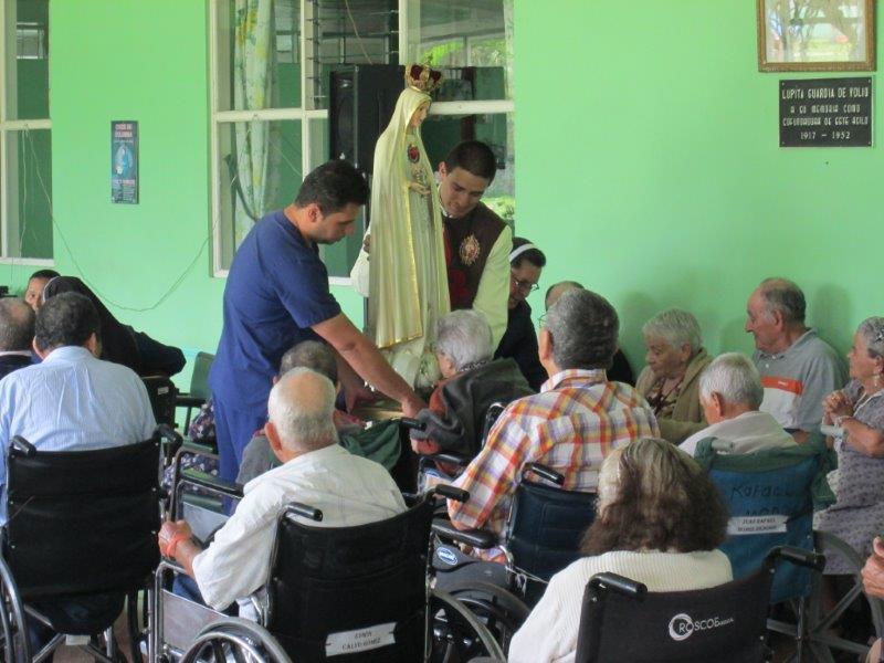 Visita al asilo de la Vejez Mons. Claudio María Volio