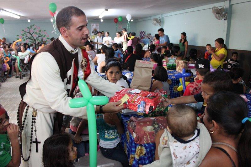 celebración Navideña con 150 niños en la parroquia San Pedro Claver, de la ciudadela León XXIII.