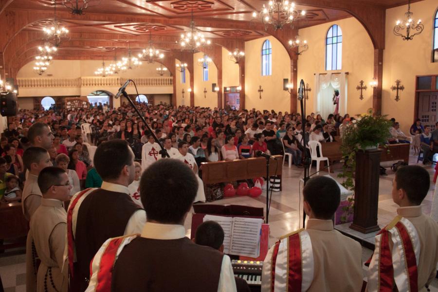 Santa Misa y entrega de oratorios en Cervantes, Cartago