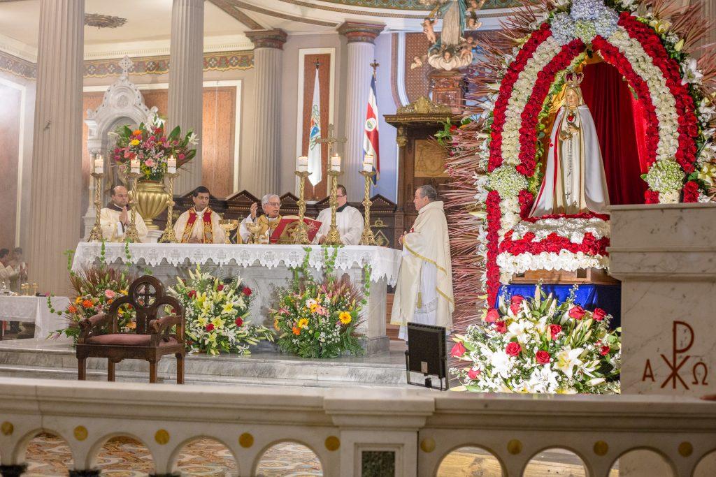 Celebración en la Catedral de los 101 años de Fátima