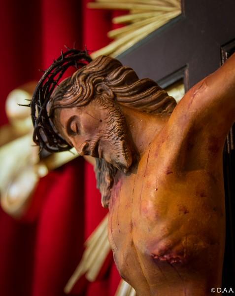 Crucifixo, sede dos Arautos do Evangelho