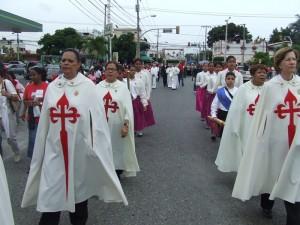 Algunos de la Orden Segunda y Tercera durante la procesión.