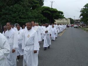 Algunos de los diaconos que participaron de la procesión.