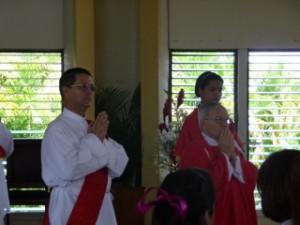 El celebrante, Pe. Lucas Lafleur, junto al Diac. Juan Pablo Merizalde EP, Director de los Heraldos en Rep.Dom.