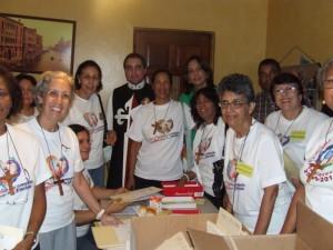 Algunos de los misioneros preparandose para salir.