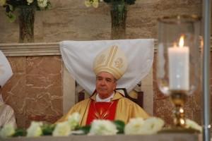 El Cardenal durante la Misa en la Iglesia del Santo Cura de Ars.