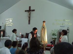 Al final de la Misa, los fieles se acercaban a la Imagén de Nuestra Señora para pedirle alguna gracia o pedido especial.