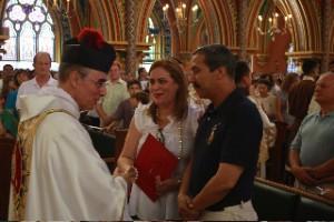Mons. João Clá Dias EP saluda a Doña Jenis y Don Alberto