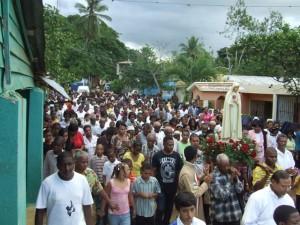 Un gran número de fieles participó de la procesión