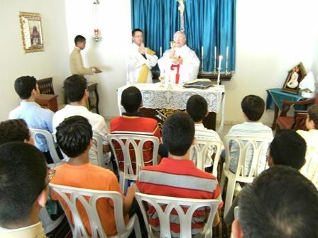 Durante una Misa celebrada el sábado por la mañana para los jóvenes aspirantes de los Heraldos.