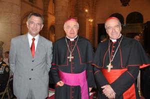 El Nuncio Apostólico de su Santidad en dominicana, Josef Wesolowki junto a Monseñor Nicolás de Jesús Cardenal López Rodríguez y el embajador dominicano en el Vaticano Víctor Grimaldi, se mantuvo desde el inicio hasta el final del concierto.