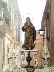 Imagen de la Inmaculada Concepción en la Plaza España, de Roma. Delante de la cual el Papa reza todos los días 8 de diciembre