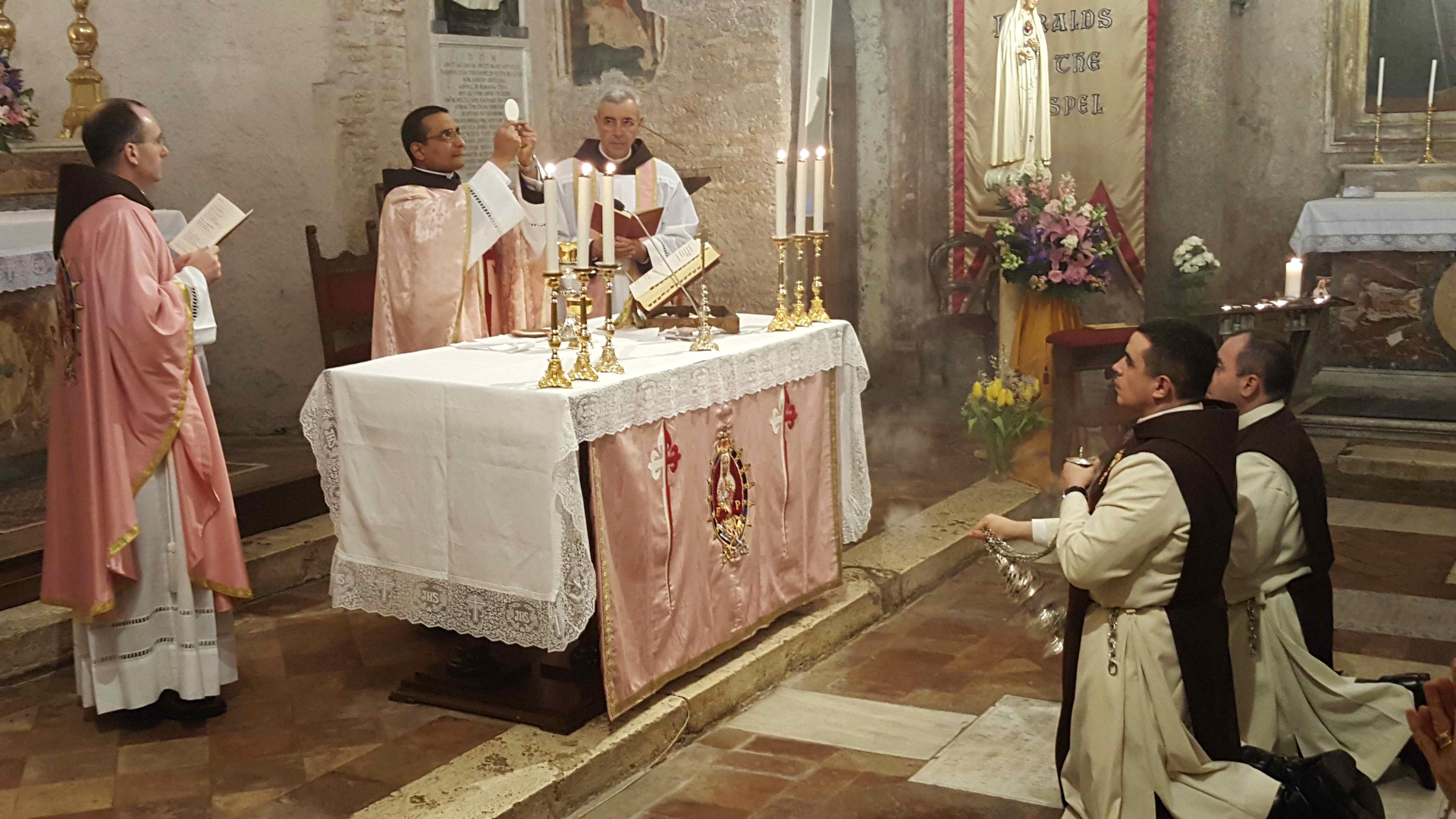 1° messa di un novello sacerdote degli Araldi Del Vangelo.