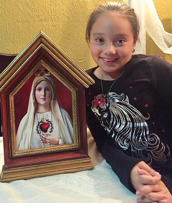 Valeska Trejos, con l'Icona che visita regolarmente la sua casa