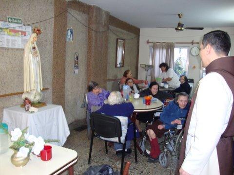 Visita a geriátrico en Parque Chas