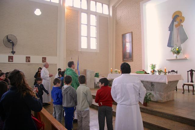 Primera Misa del P. Claudio en la Parroquia Neustra Señora del Rosario - Heraldos del Evangelio