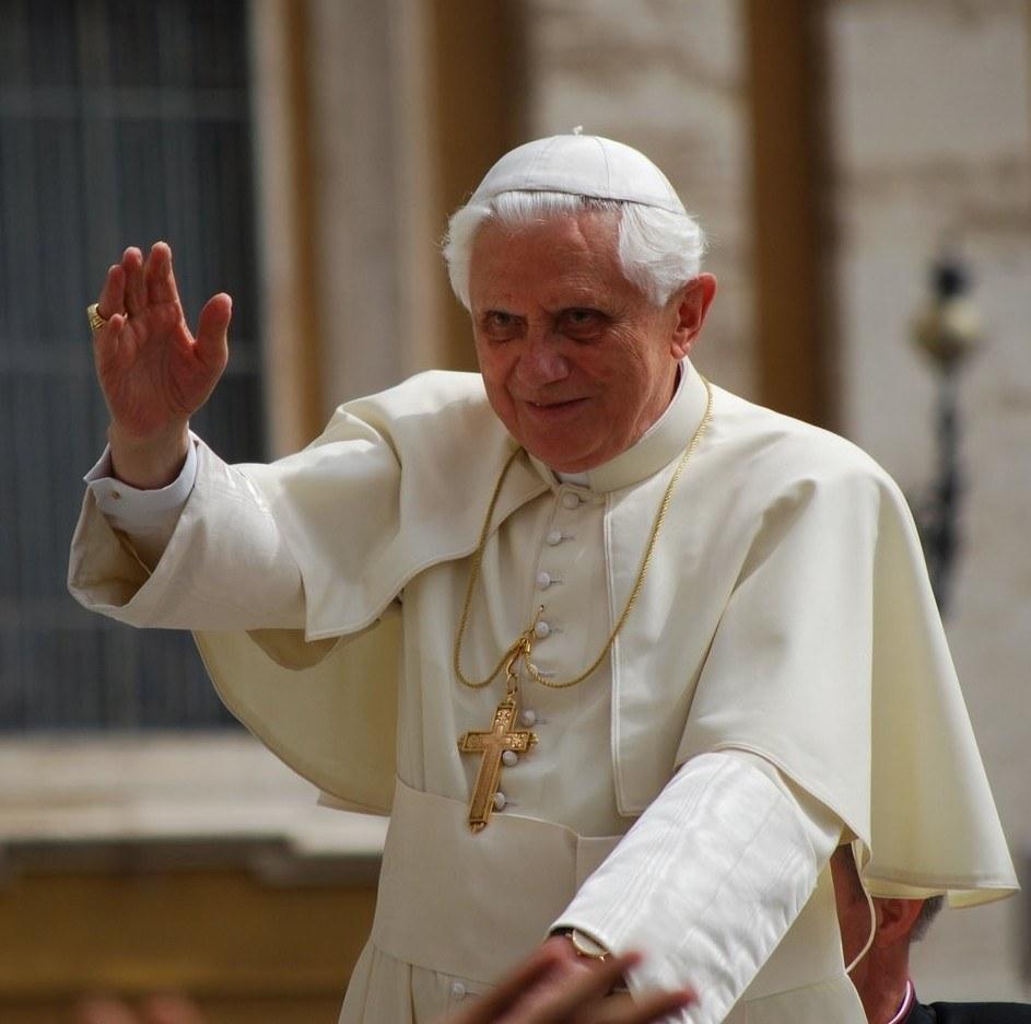 Em audiência geral, Bento XVI fala sobre importância da formação permanente