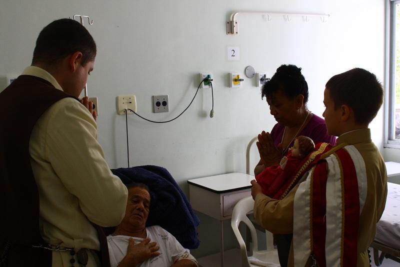 Inauguração do setor de infectologia no Hospital Regional de Joinville com apresentação natalina dos Arautos.