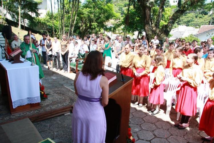 Profª Clarice Portela, então secretaria da gerei discursando na inauguração do colégio