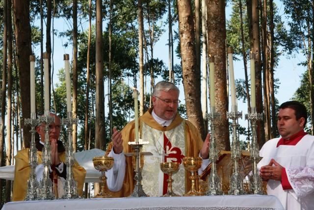Dom Irineu celebra a primeira missa na propriedade dos arautos de Joinville