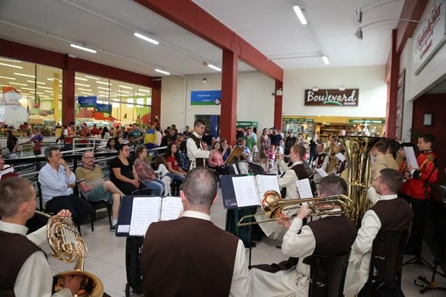 Concerto Natalino no Germânia Super Center