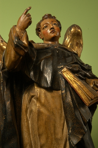 Por vezes o Doutor Angélico é representado na iconografia com asas