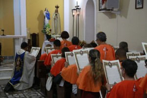 Consagração a Nossa Senhora em Laranjais