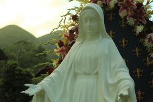 Os Arautos homenageiam a Nossa Senhora das Graças
