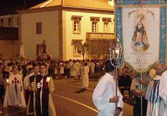 Recitação do terço durante a procissão de velas